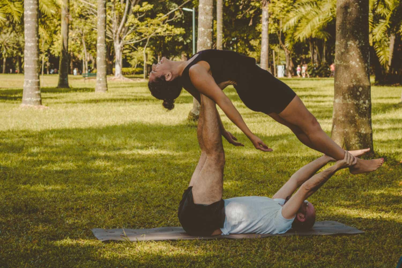 双人/伴侣瑜伽:让情侣们摆出最亲密的姿势