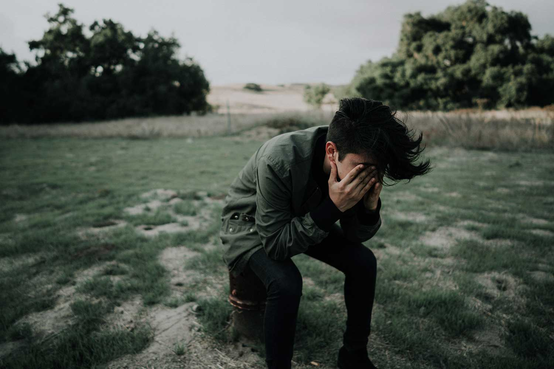 自我怀疑是如何让你陷入困境的(以及如何克服它)