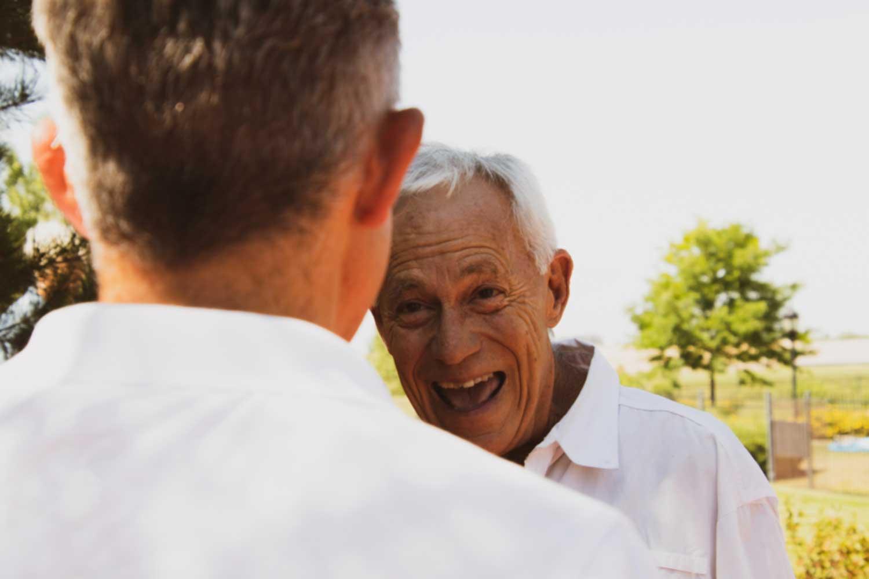距离过远?6种照顾年迈父母的方法